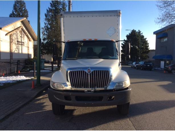 International Durastar 5 ton box truck
