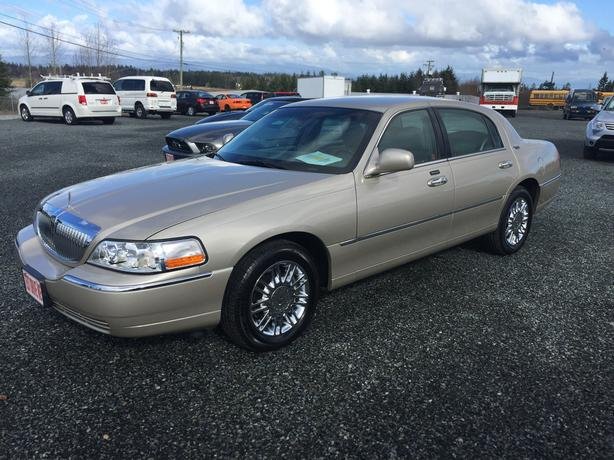 One Owner 2009 Lincoln Town Car Signature Limited 82,000Kms