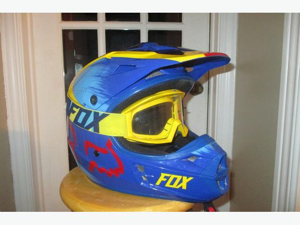 Fox V1 Helmet & Fox Goggles