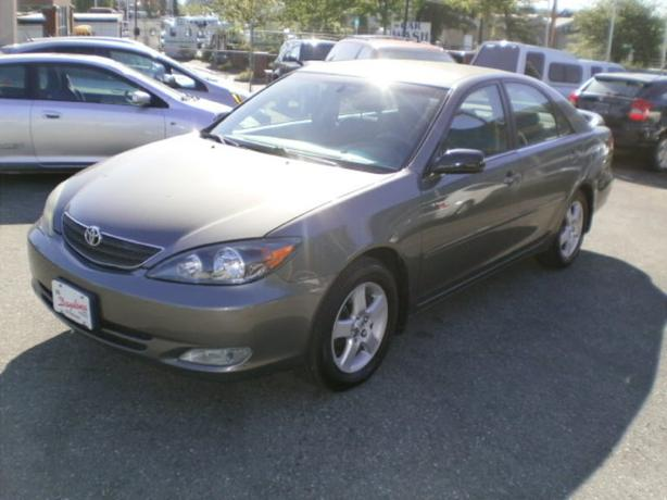 2004 Toyota Camry SE, automatic, 2 year power train warranty,
