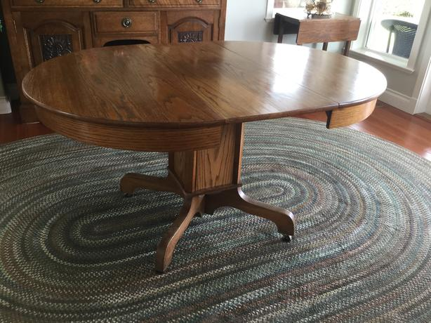 Antique Oak Single Pedestal Table