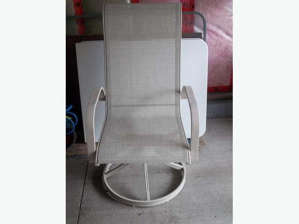 Swivel patio chair in mint condition .