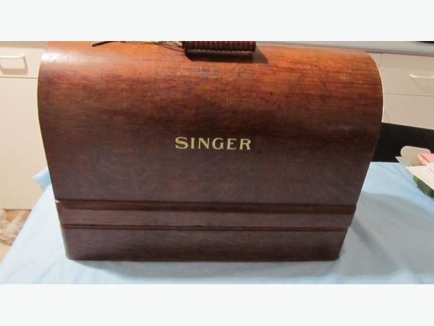 1923 SINGER HANDCRANK SEWING MACHINE
