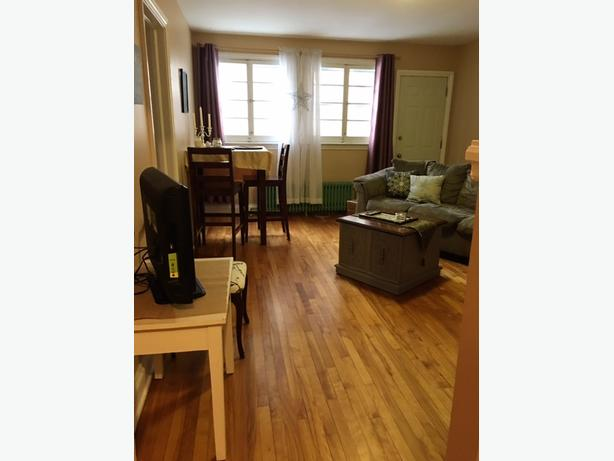 GLEBE, top storey 2 bedroom apartment available MAY 1/18