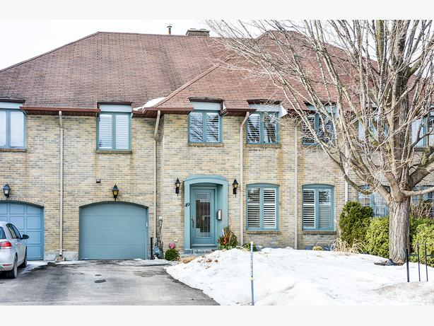 Stunning 3 Bedroom Townhome in Upper Hunt Club For Rent