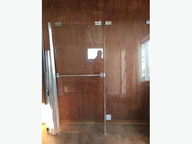 Shower/tub door