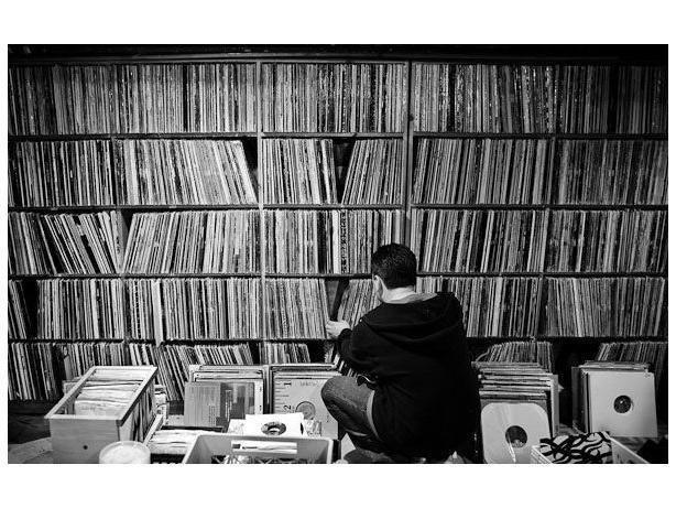 OVER 1500 VINYL ALBUMS RECORDS LPS DISQUES  33 TOURS  METAL POP ROCK PROG