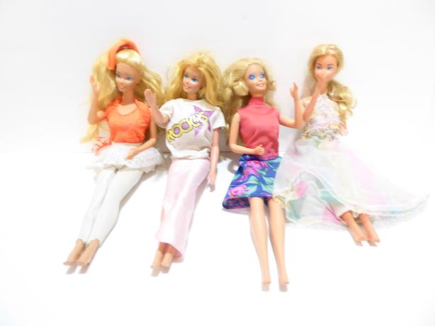 4 BARBIE DOLLS WITH FURNITURE SETS, CLOTHING & DOLL CASE