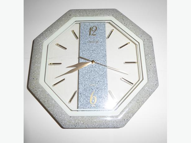 SEE-THROUGH QUARTZ WALL CLOCK BY CARDINAL -- IN BOX -- NEVER USED -- MINT