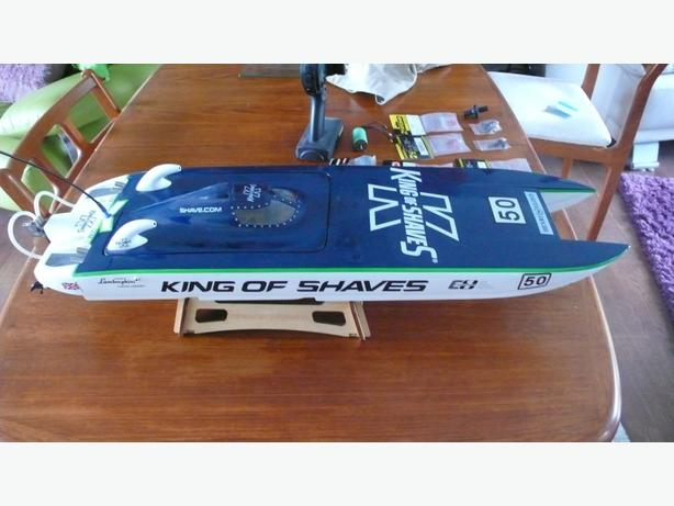 VENOM KING OF SHAVES twin electric boat