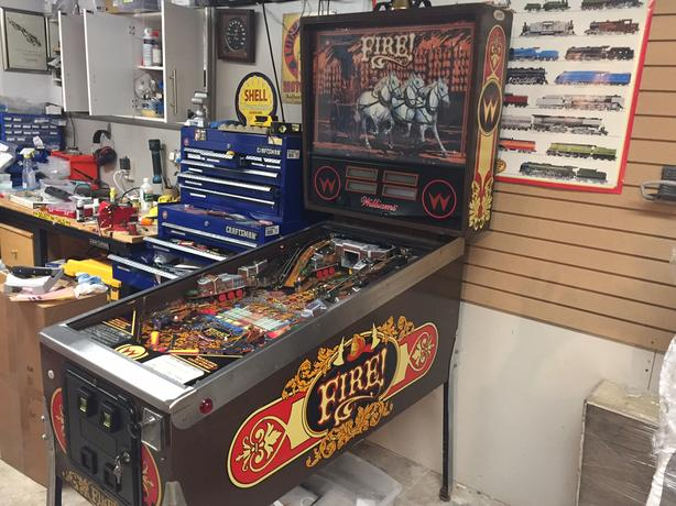 WIlliams FIRE! Pinball Machine