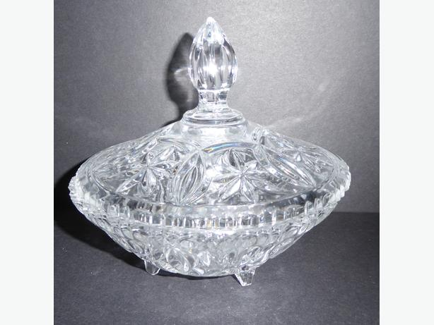 VINTAGE SUNBURST PATTERNED GLASS CANDY DISH