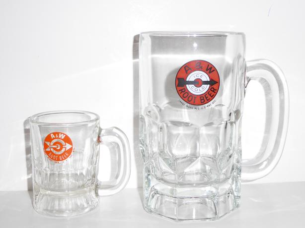 VINTAGE 1940s LOGO PAPA AND BABY A&W ROOT BEER GLASSES --- MINT