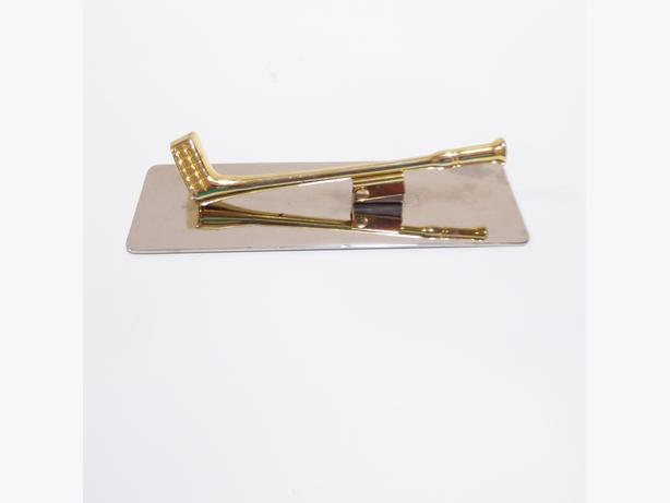 BRASS GOLF CLUB SHAPED PAPER HOLDER FOR YOUR DESK -- MINT