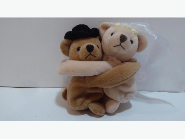 WEDDING BRIDE & GROOM HUGGING TEDDY BEARS -- MINT -- NEVER USED