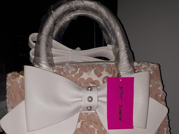 BNWT  Authentic Designer Betsey Johnson Blush Women's Double Zip Satchel