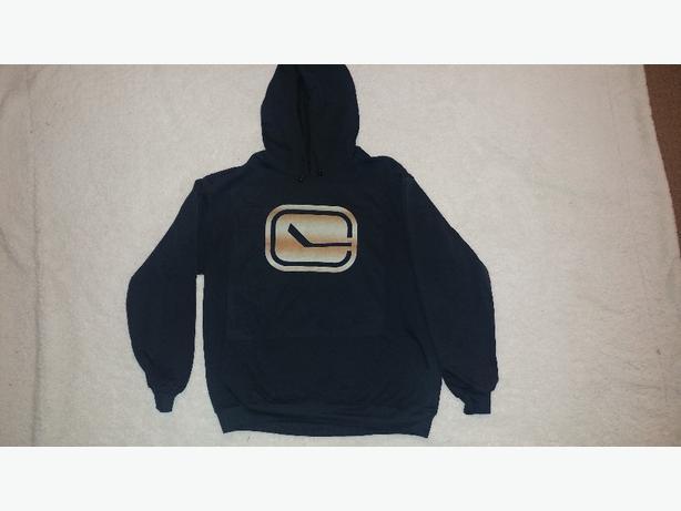 New size L canucks hoodie
