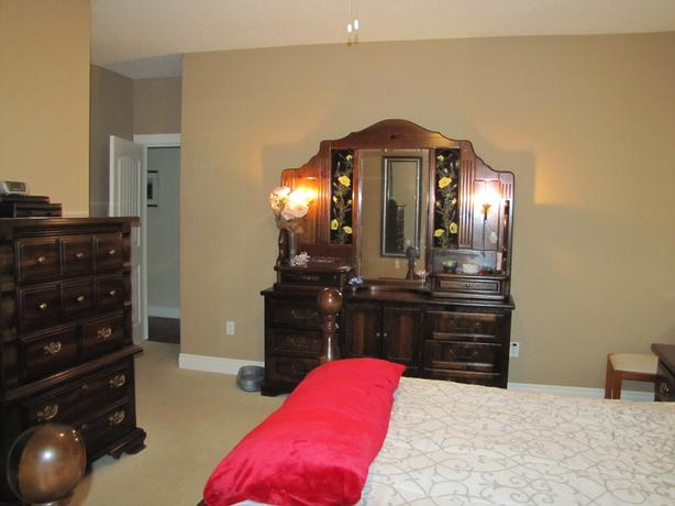 Very nice King Size Bedroom Suite