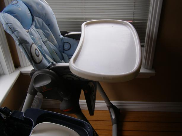 CHICCO HIGH CHAIR ON WHEELS,5 POINT HARNESS MANY ADJUSTMENTS
