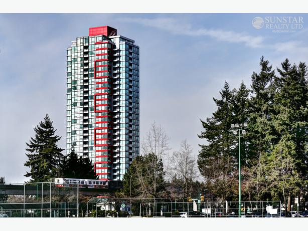 Metrotown 1 Bed + Large Den 1 Bath Condo w/ Balcony & View @ Moda