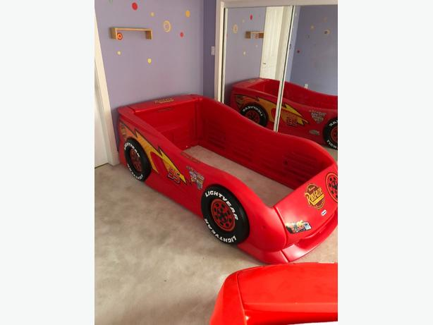 Lightning McQueen and Ferrari car bed