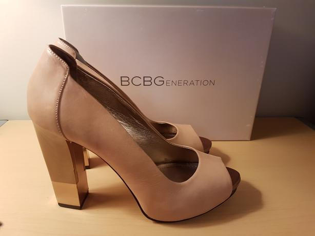 BCBG Tan/pink leather heels