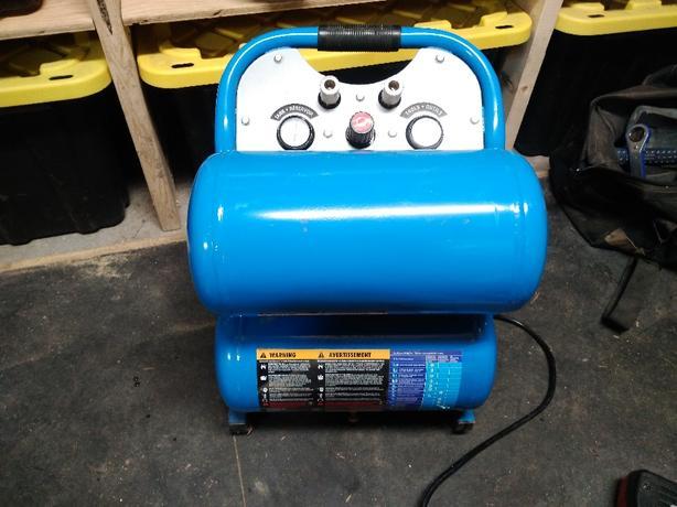 MasterCraft 5 gallon air compressor 1.5hp