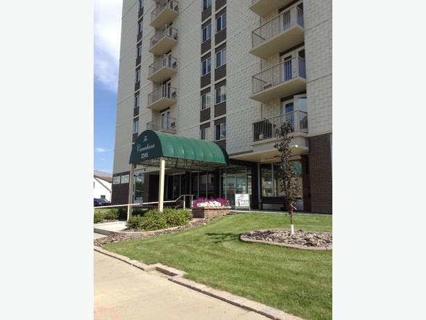 Spacious One Bedroom Downtown available Now!