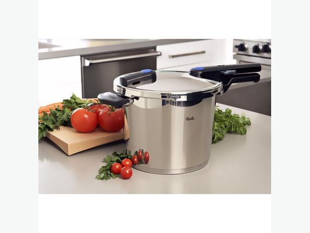 Fissler Vitaquick 6 quart pressure cooker (sells for $550+tax)