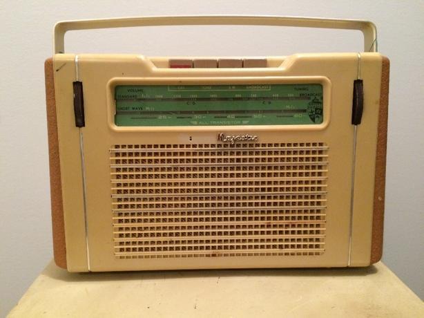 1960's TRANSISTOR RADIO