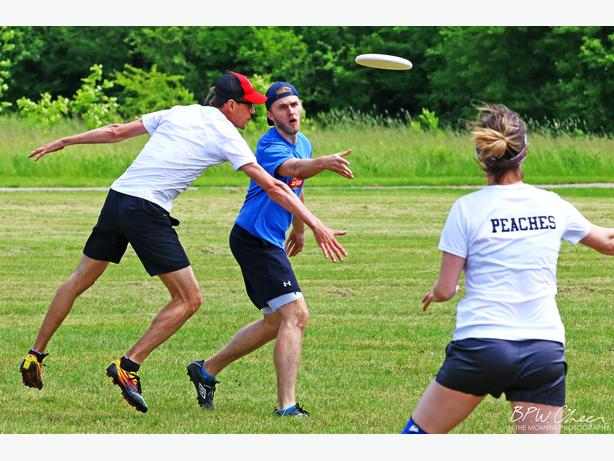 Play Ultimate Frisbee this summer!