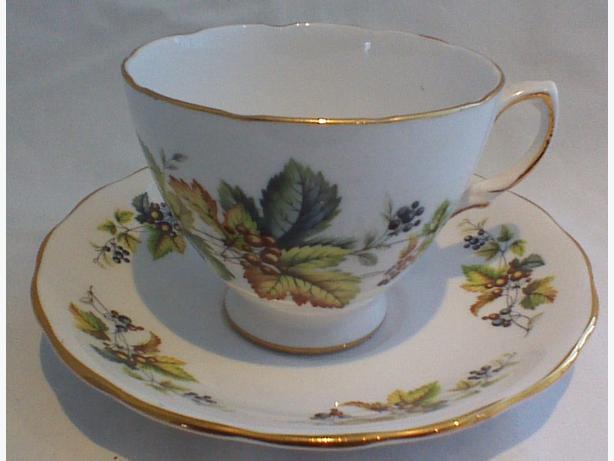 Royal Vale teacup & saucer 8224