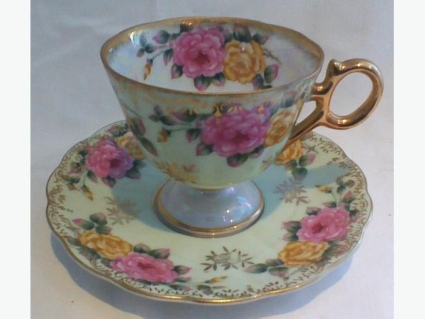 Castle China pedestal teacup & saucer