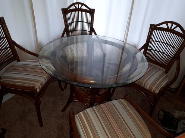 Ratana dining table & chairs