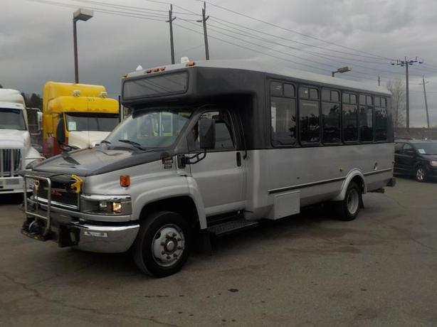 2009 GMC C5500 21 Passenger Bus With Wheelchair Accessibility Diesel