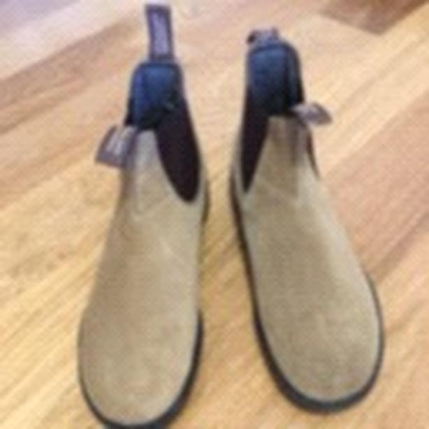 New Blundstone Suede Boots size 11 US/9 Australian/European.