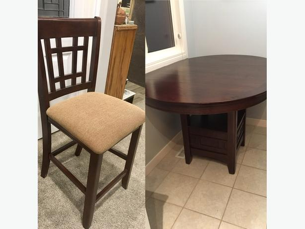Bar Height Dinning Table and Chairs