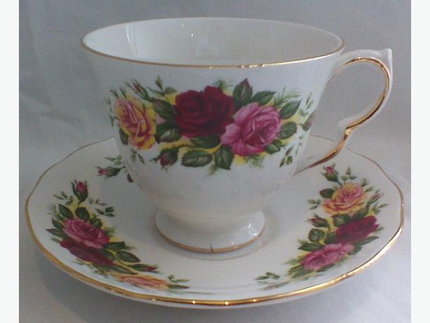 Royal Vale teacup & saucer 8281