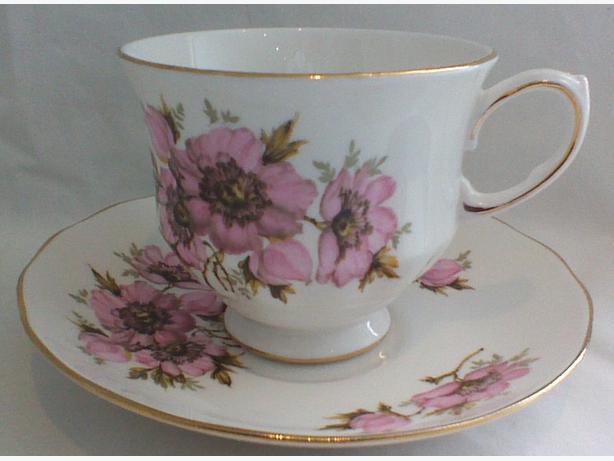 QueenAnne teacup & saucer 8470