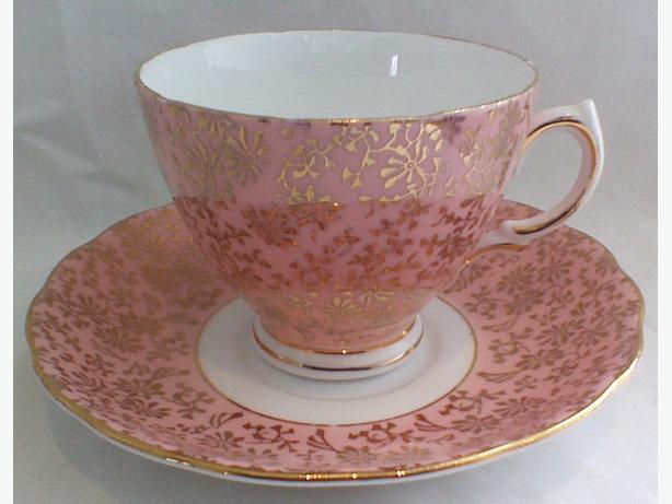 Colclough pink & gilt teacup & saucer