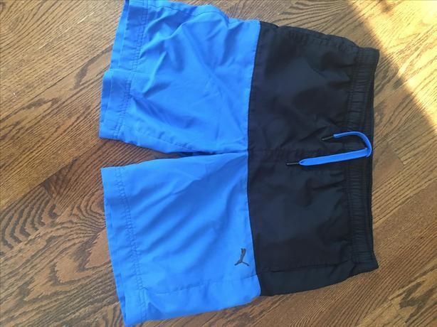 BOYS PUMA SWIM SHORT SIZE 10 xl - BLACK AND BLUE