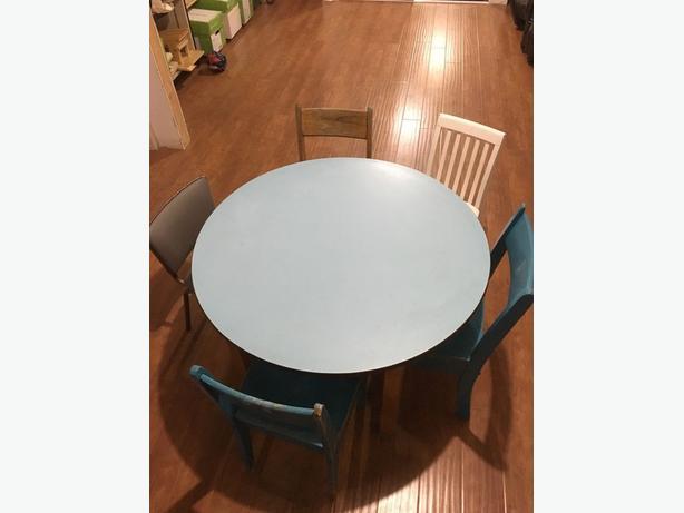 Table et chaises d'enfants