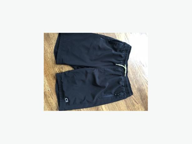 """GapFit Kids 8"""" Tech Shorts - BLACK - SIZE 10 H"""