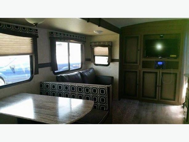 Available for RENT - Radiance 28QBSS Bunkhouse 2015 Travel Trailer