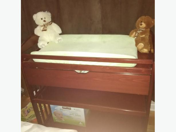 Change table & Convertible crib *BUNDLE*