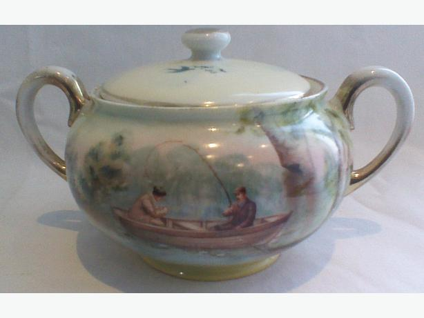 Antique Royal Bayreuth covered sugar bowl