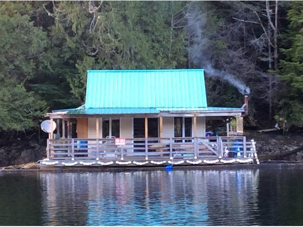 Float cabin in Sunshine Bay