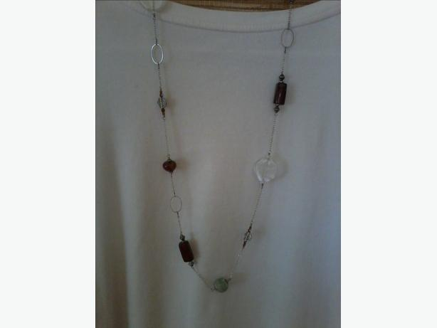 LADIES GLASS BEAD & STONE NECKLACE