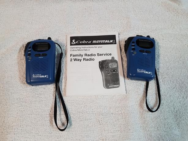 2 WAY RADIO / WALKIE TALKIE - BRANDNEW - CHECK IT OUT!