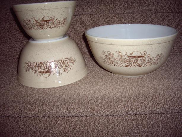 PYREX BOWLS SET OF 3